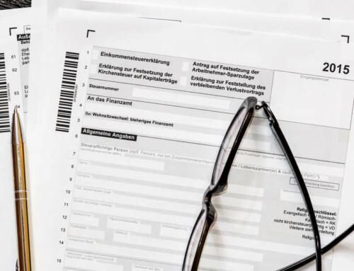 Steuern? Für viele Existenzgründer und Jungunternehmer ein rotes Tuch. Die Grundzüge zu verstehen, ist aber wirklich wichtig, damit keine Fehler passieren. Hier findest du einen ersten Überblick über die rechtlichen und steuerlichen Eckpunkte deines Unternehmens.